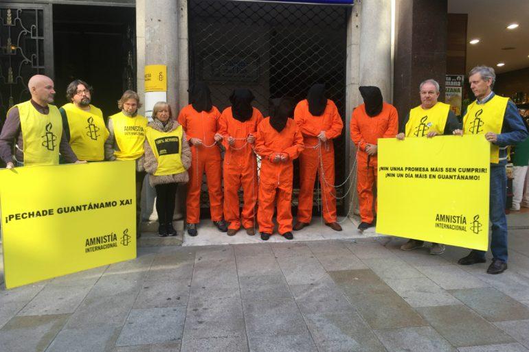 Acto de Amnistía Internacional Vigo para pedir peche Guantánamo