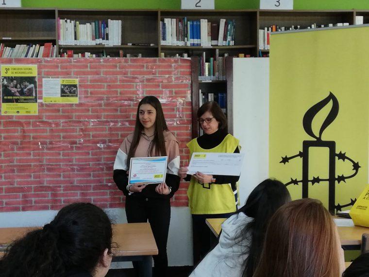 Entrega premio a gañadoras concurso acoso escolar Coruña