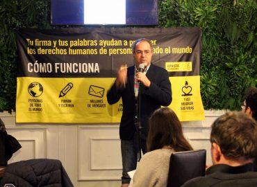 El poeta Abdul Hadi Sadoun durante la lectura de poemas sobre la situación de Irak organizada por Amnistía Internacional Madrid