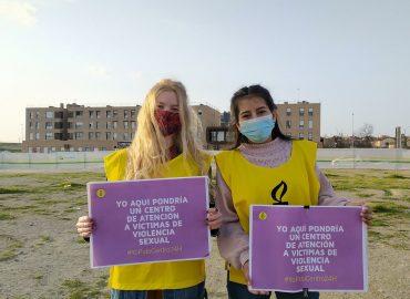 Activistas demandando un centro de asistencia