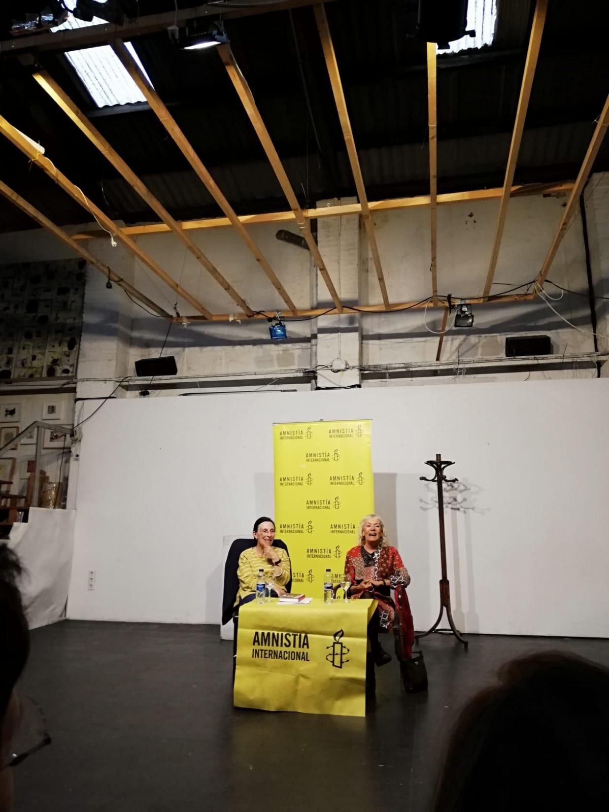 """VESTIDAS PARA UN BAILE EN LA NIEVE.  Novela de Monika Zgustova en """"Los Martes Negros""""de Amnistía Internacional"""
