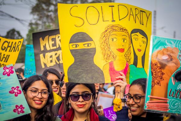 Mujeres celebrando el Día Internacional de la Mujer en Pakistán
